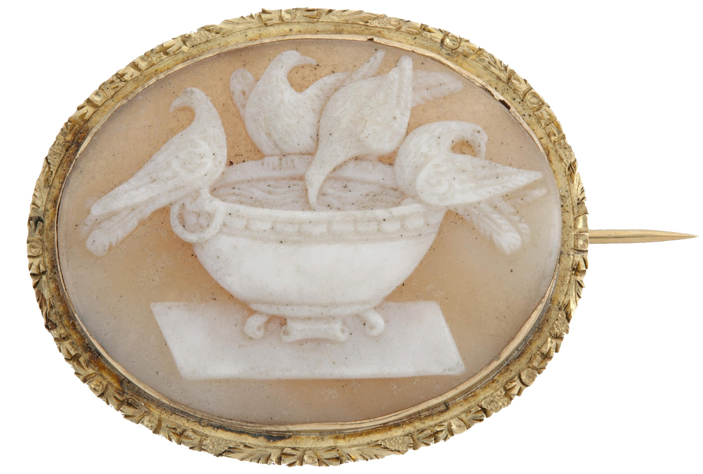 Cameo brooch, ca. 1850. Carved shell, 1 ⅝ x 1 15⁄16 in. (4.1 x 4.9 cm). Worcester Art Museum, Bequest of Stephen Salisbury III, 1906.39.