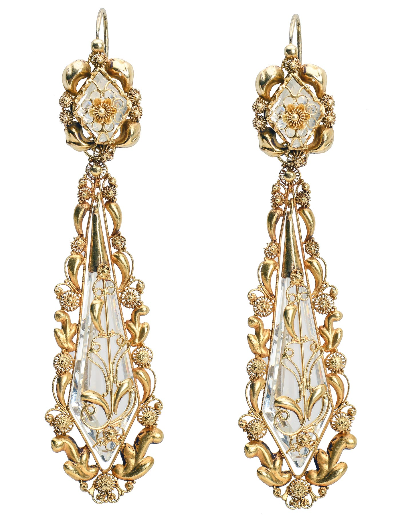 """Pair of gold drop earrings, probably England, ca. 1830. 15-karat gold and faceted glass, 3 ⅛ x ¾ in. Photograph courtesy of <a href=""""http://www.georgianjewelry.com."""" target=""""_blank"""" rel=""""noopener"""">The Three Graces Jewelry</a>, Austin, Texas."""